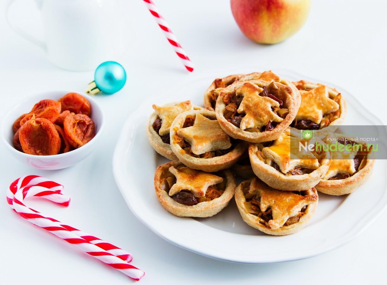 Английские рождественские корзиночки с яблоками и морковью