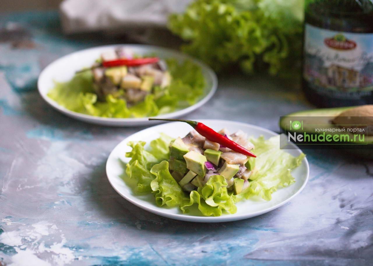 Тартар из сельди и авокадо