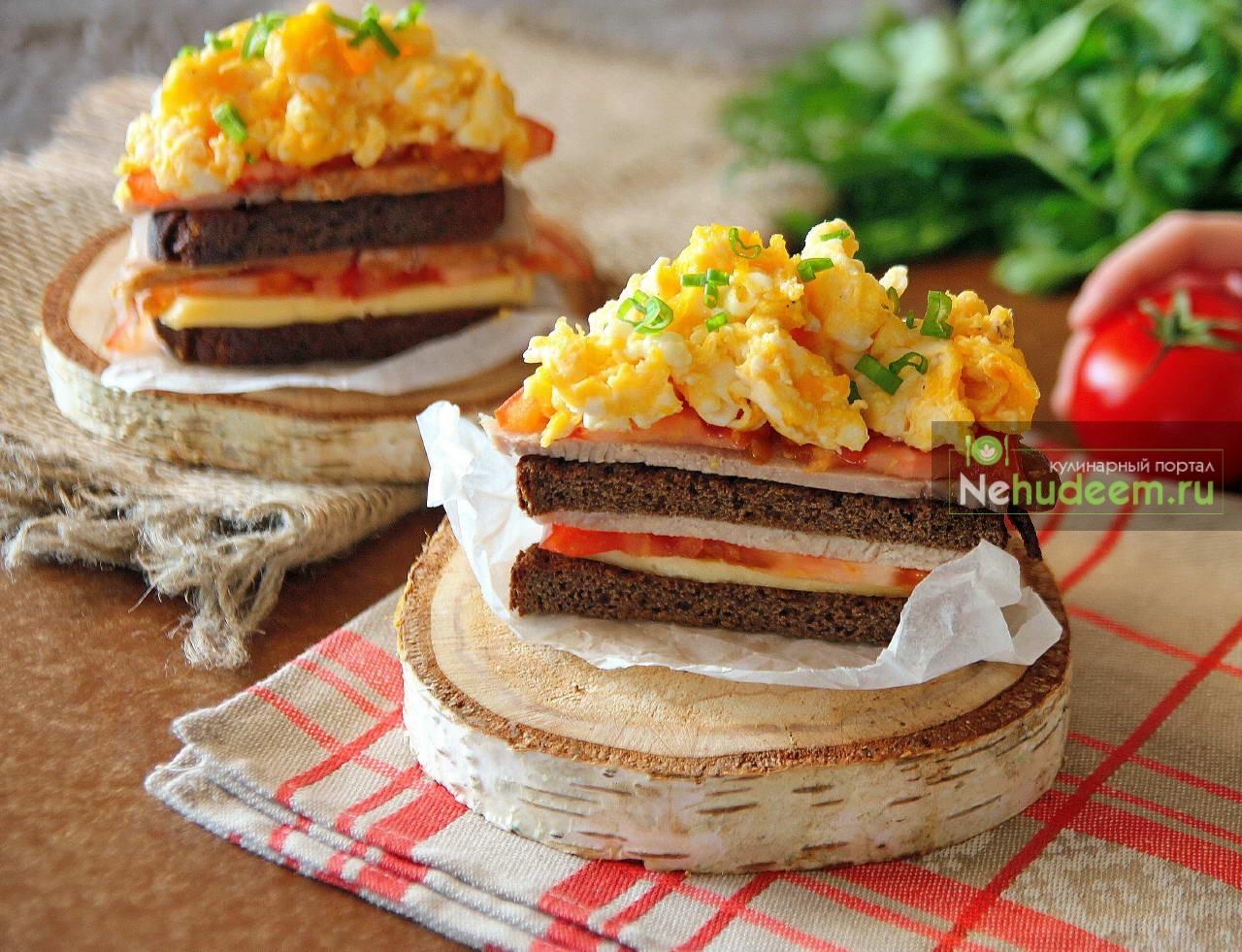 Русский сэндвич с бужениной и яичницей-болтуньей