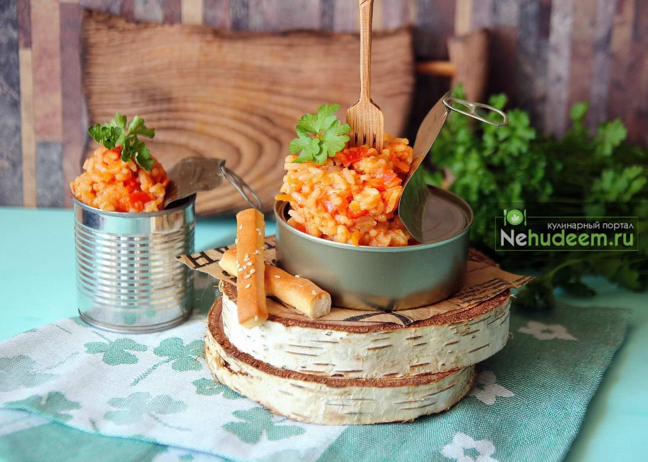Завтрак туриста с рисом и овощами
