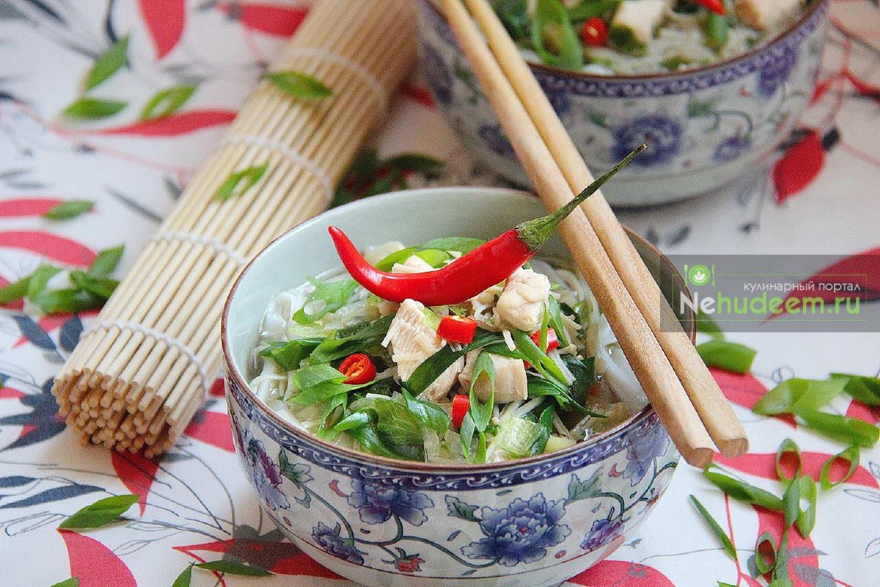 Китайский суп с грибами и лапшой