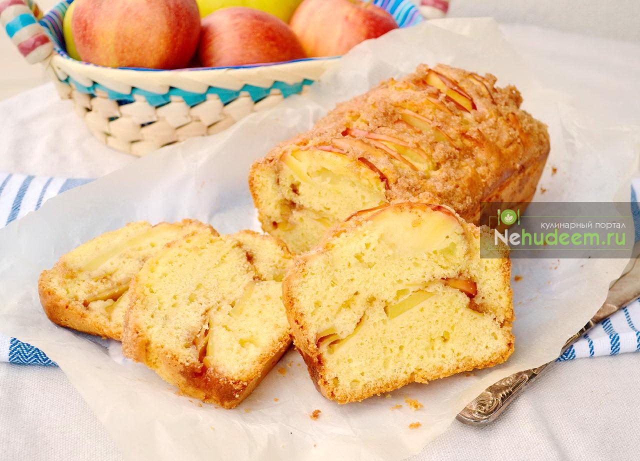 Яблочный кекс с сахарной посыпкой