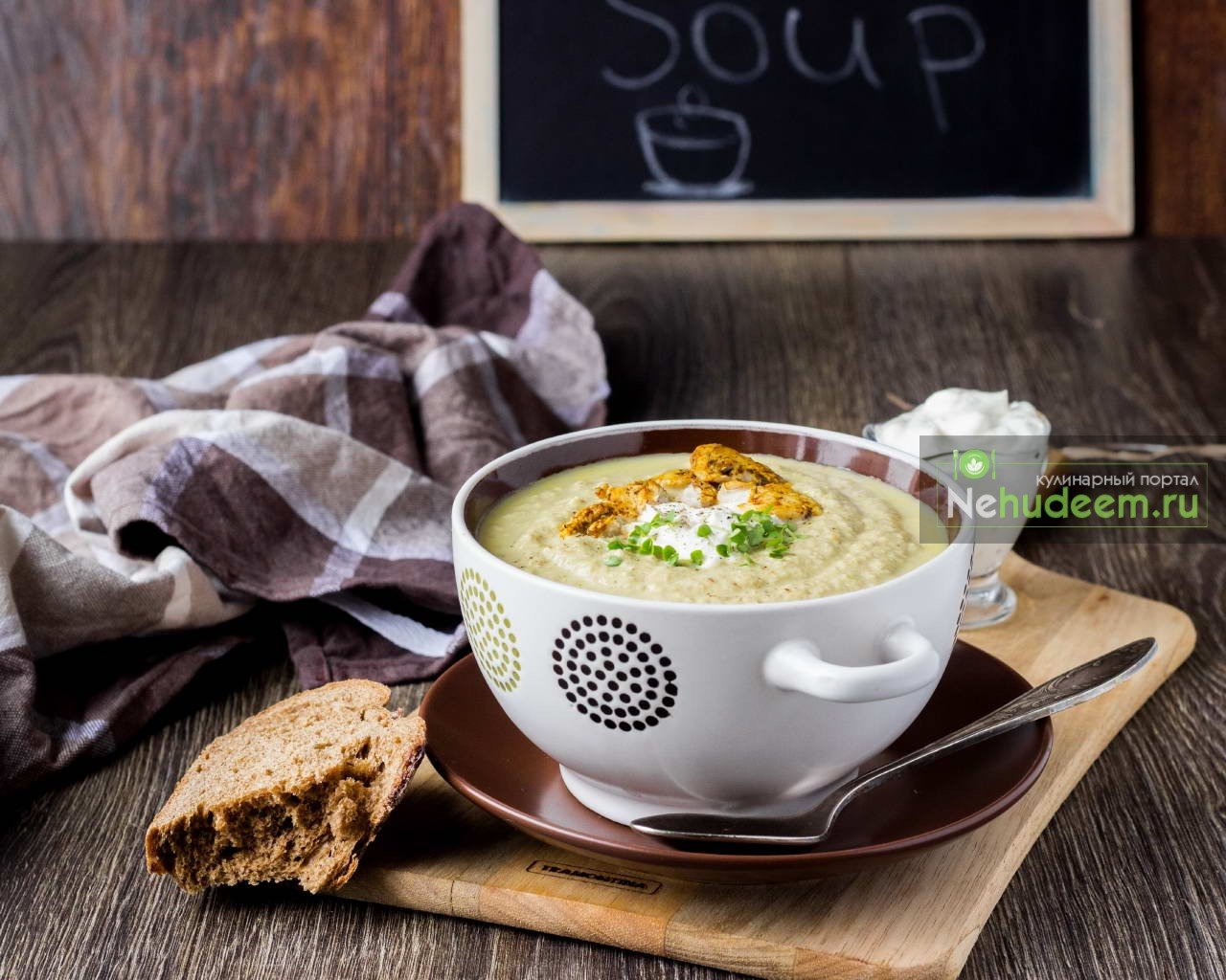 Куриный суп-пюре с грибами и луком-пореем