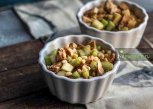https://nehudeem.ru/recipe/kurinyj-salat-s-yablokami-i-seldereem/