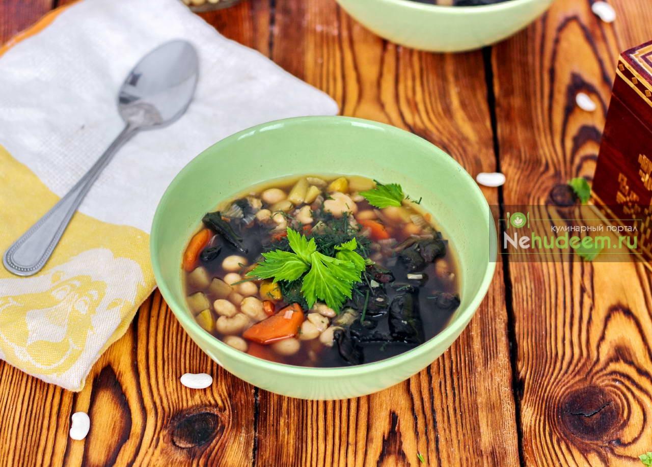 Фасолевый суп с тыквой и сушёными грибами