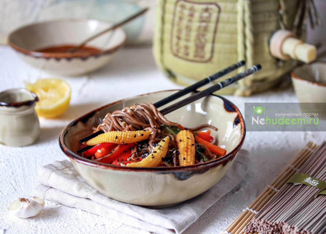 Гречневая лапша с овощами и соусом терияки