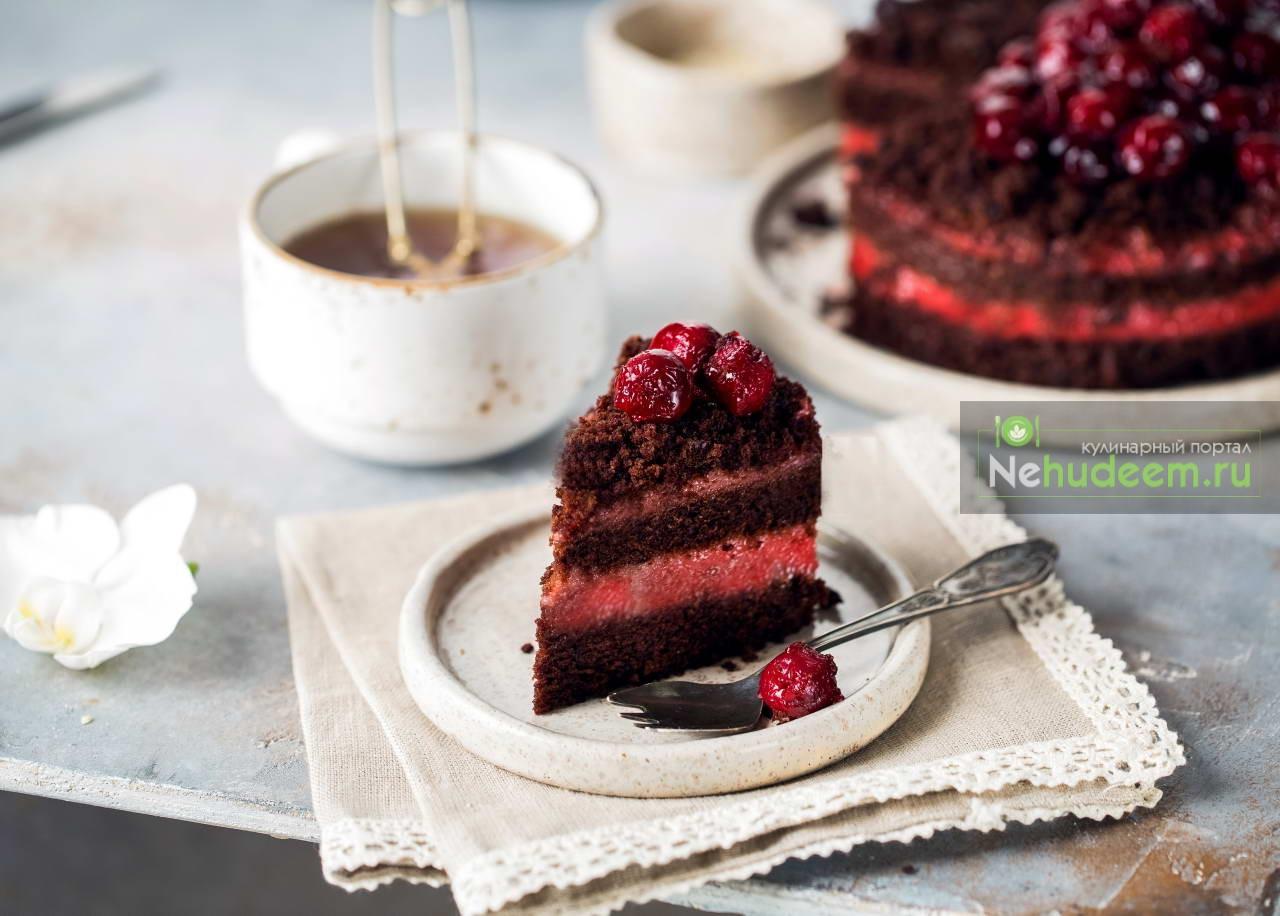Постный шоколадно-вишнёвый торт