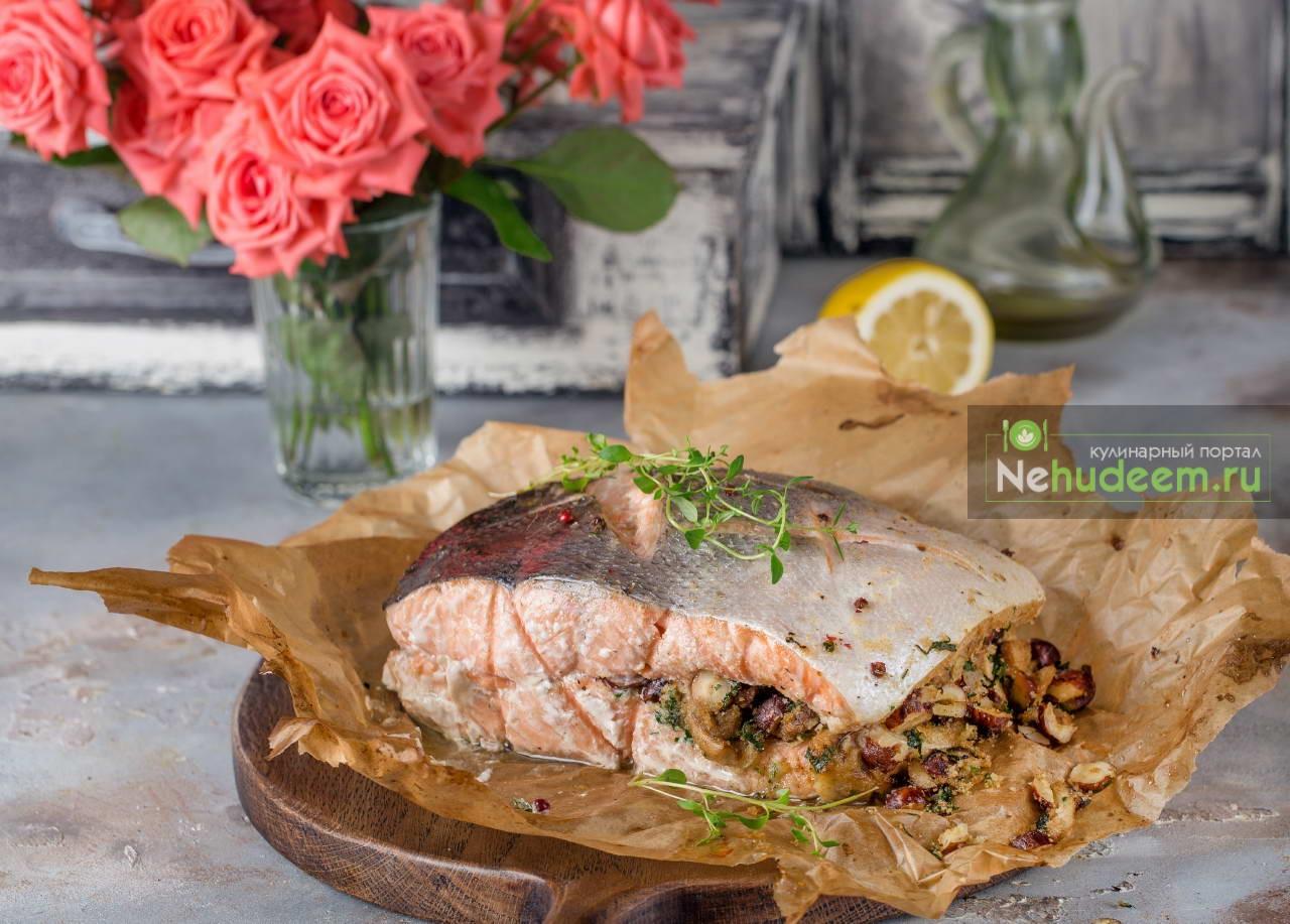 Рыбная бандероль с грибами и фундуком