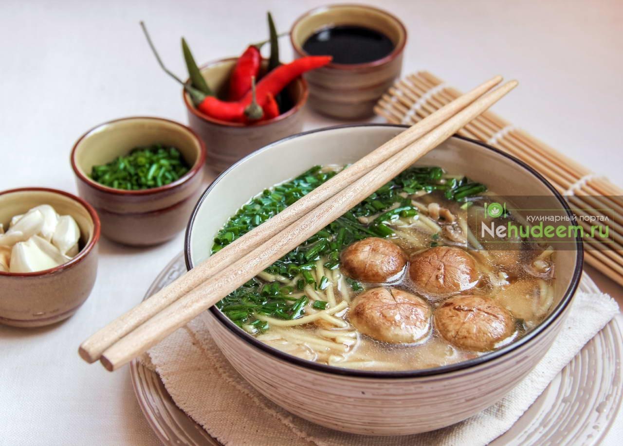 Суп с грибами и печёным чесноком