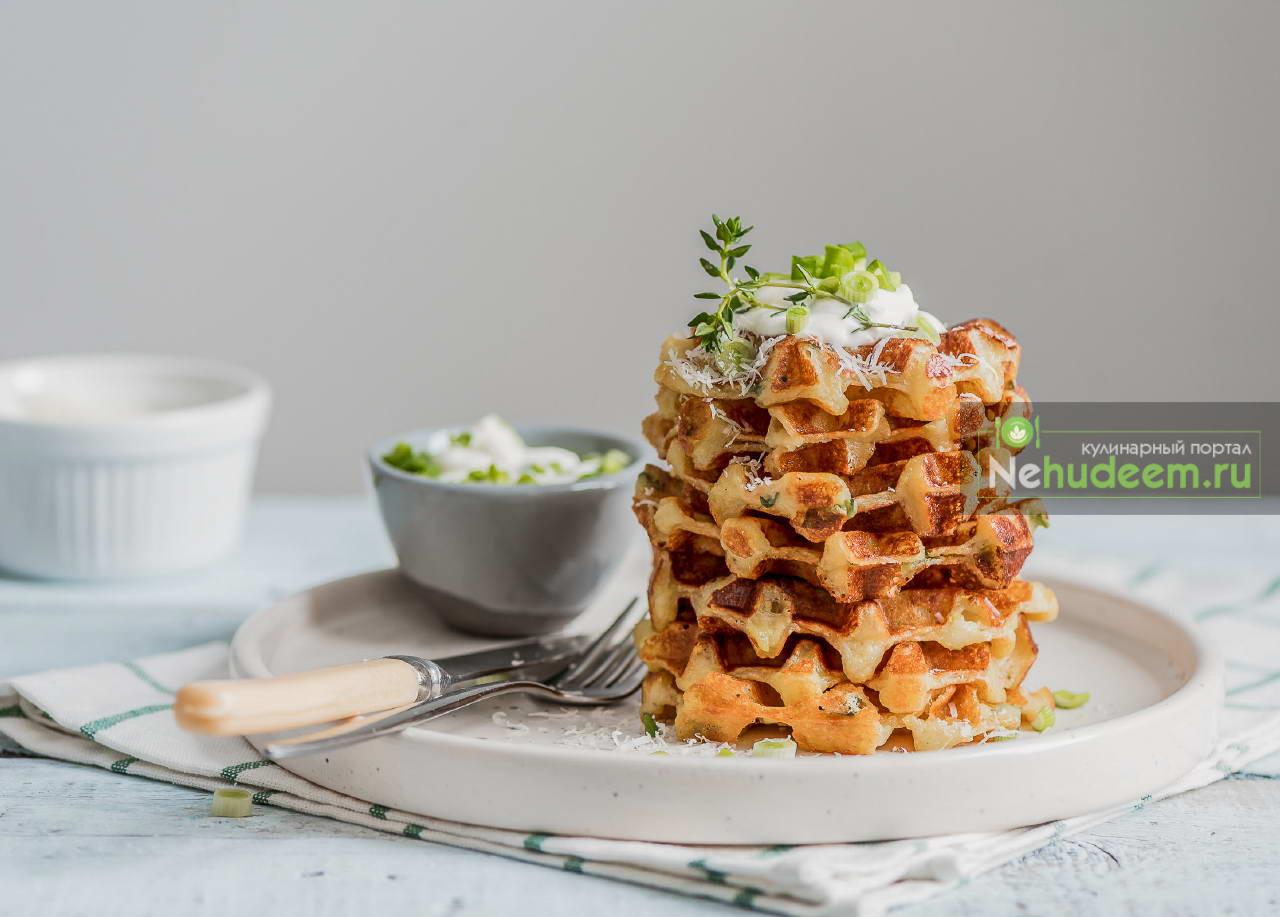 Картофельные вафли с сыром и зелёным луком