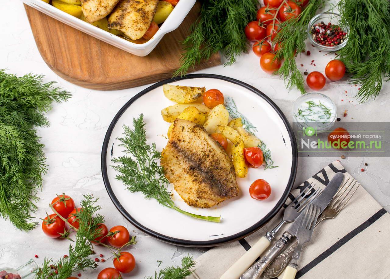 Запечённая рыба с картошкой и черри