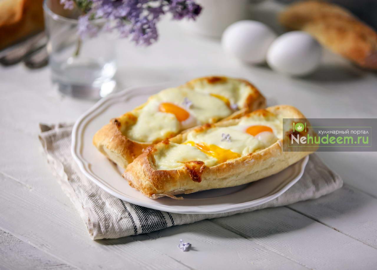 Лодочки из мини-багетов с яйцом и сыром