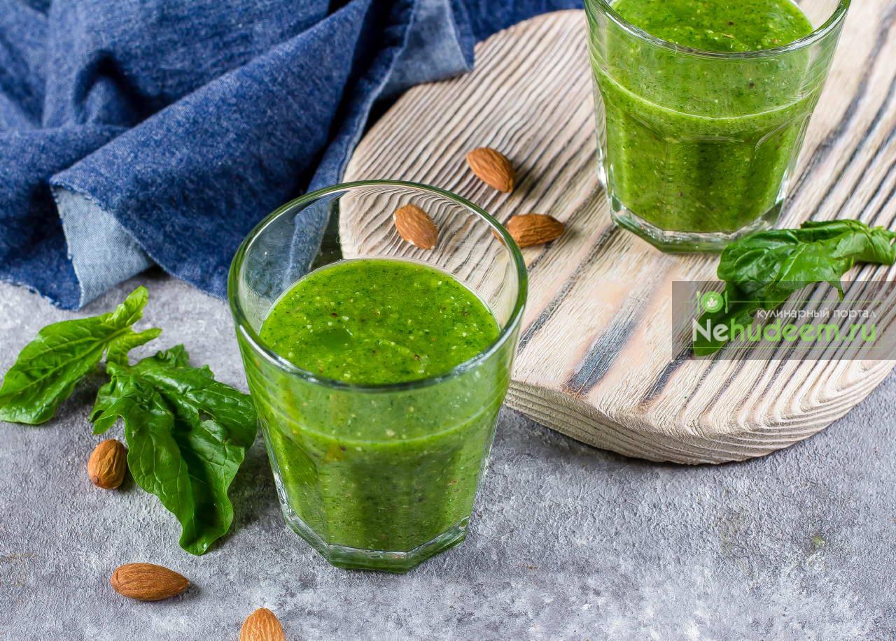 Зелёный смузи с киви и шпинатом