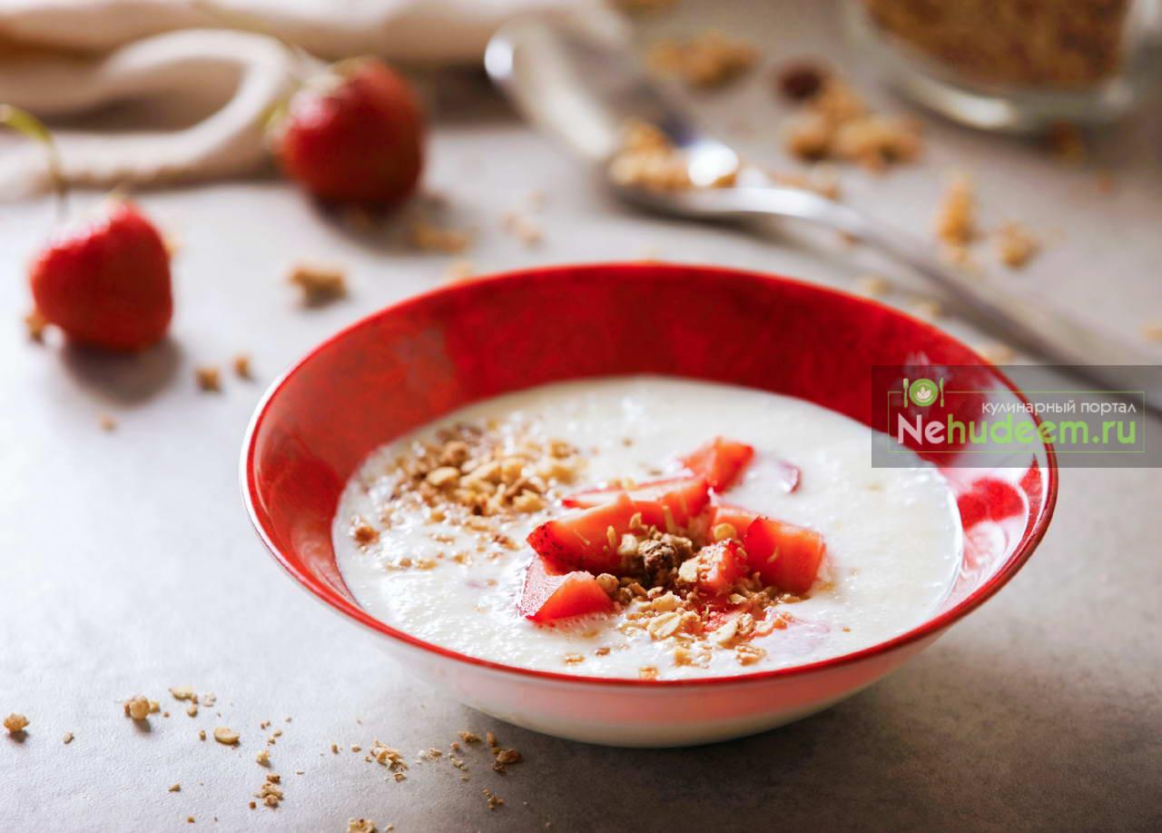 Холодный датский суп Колдскол с клубникой и мюсли