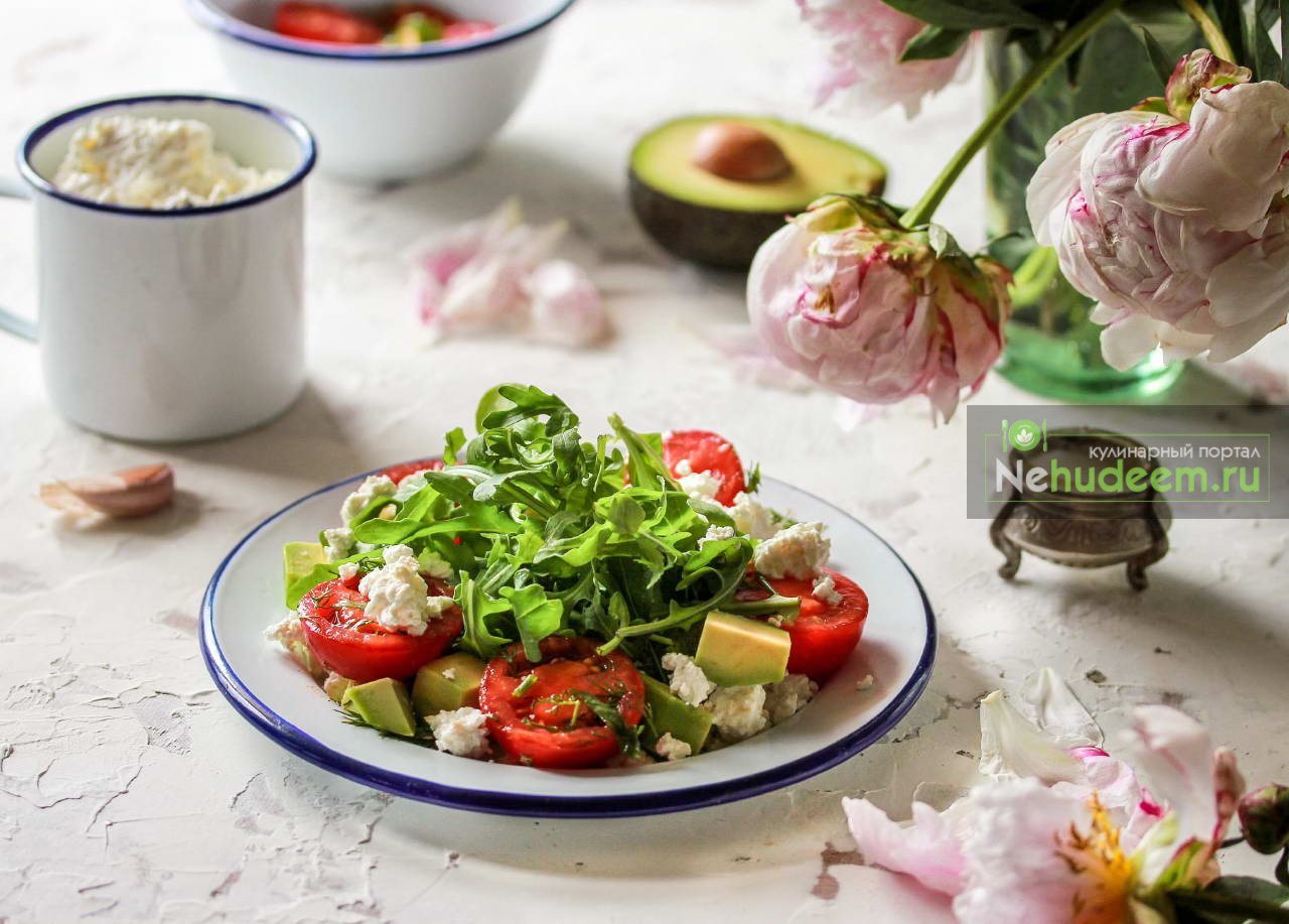 Салат с творогом и помидорами черри