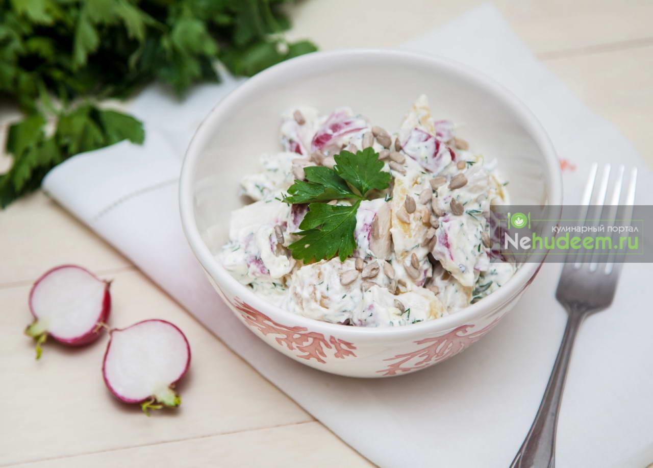 Тёплый картофельный салат с редисом