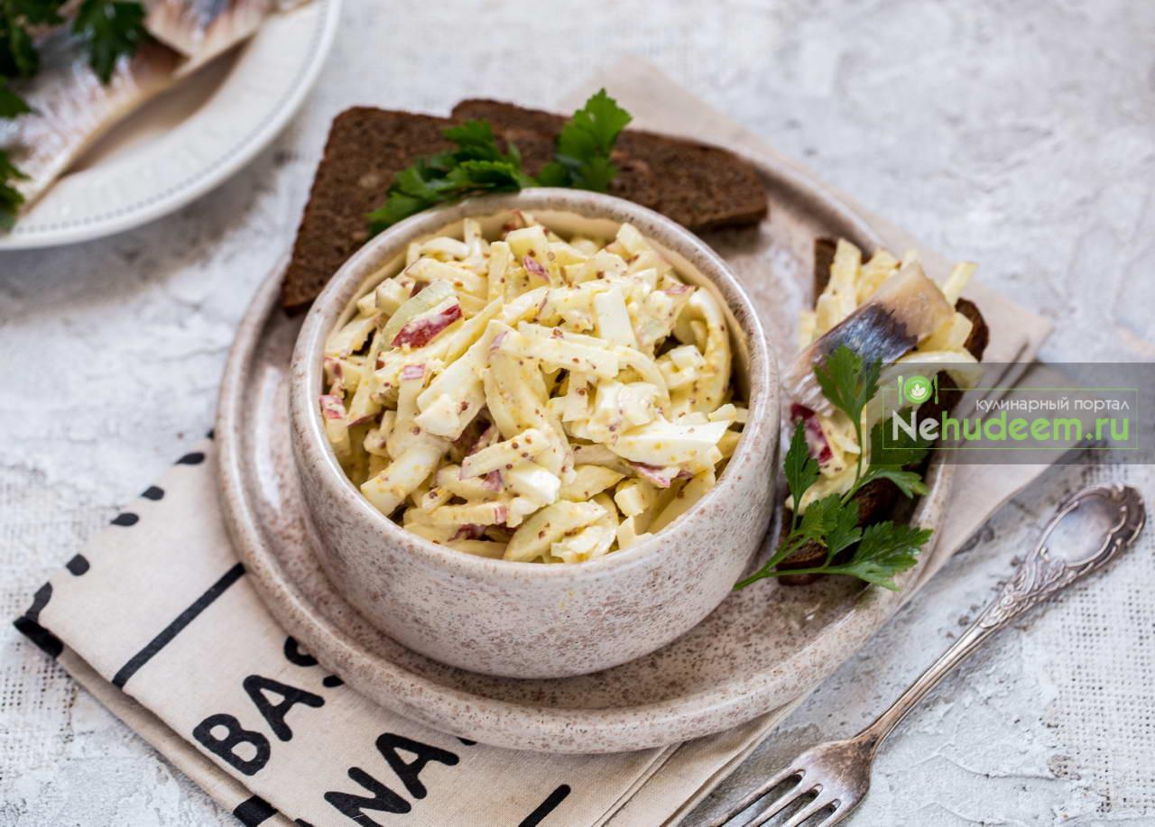 Закуска с сельдью и яичным салатом