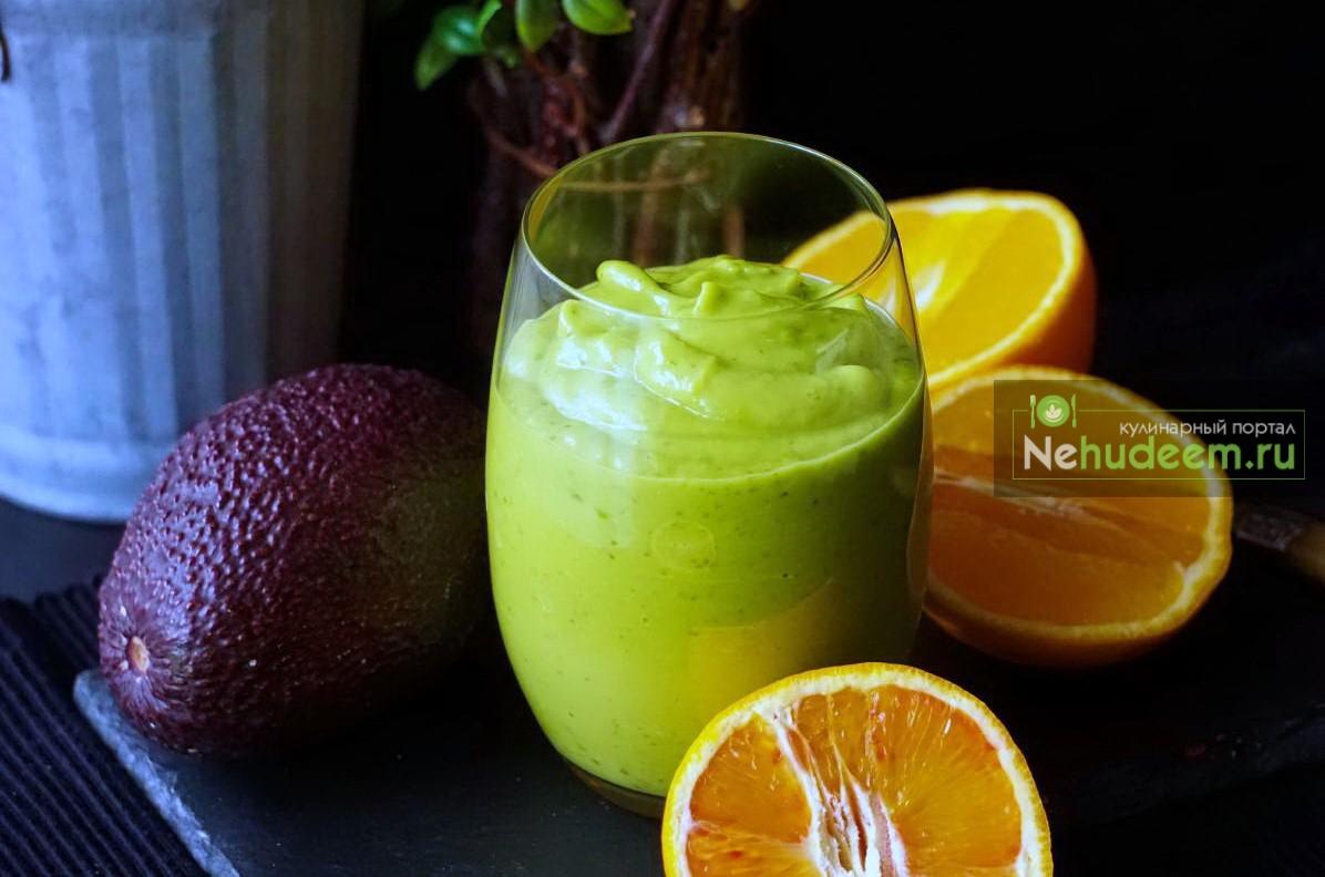 Смузи из авокадо и шпината