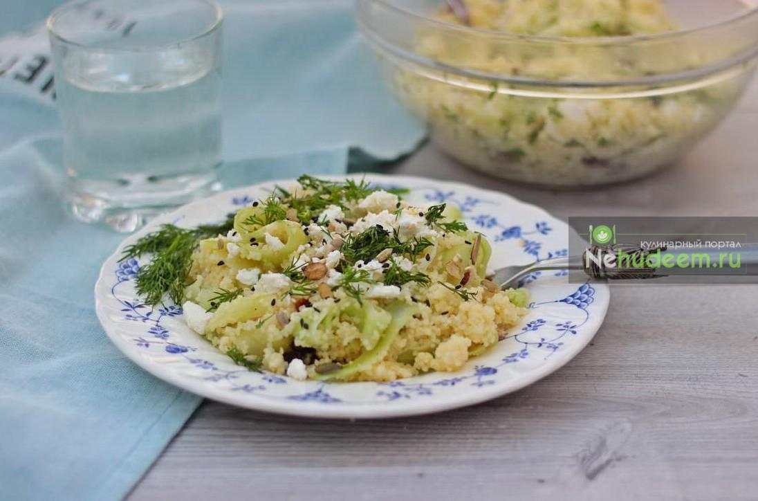 Салат с кускусом, огурцами и фетой