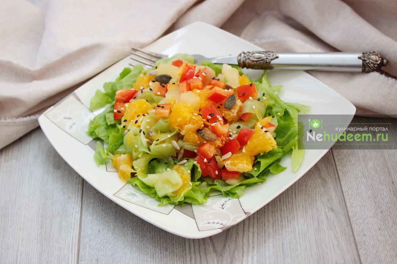 Овощной салат с ананасом и апельсинами