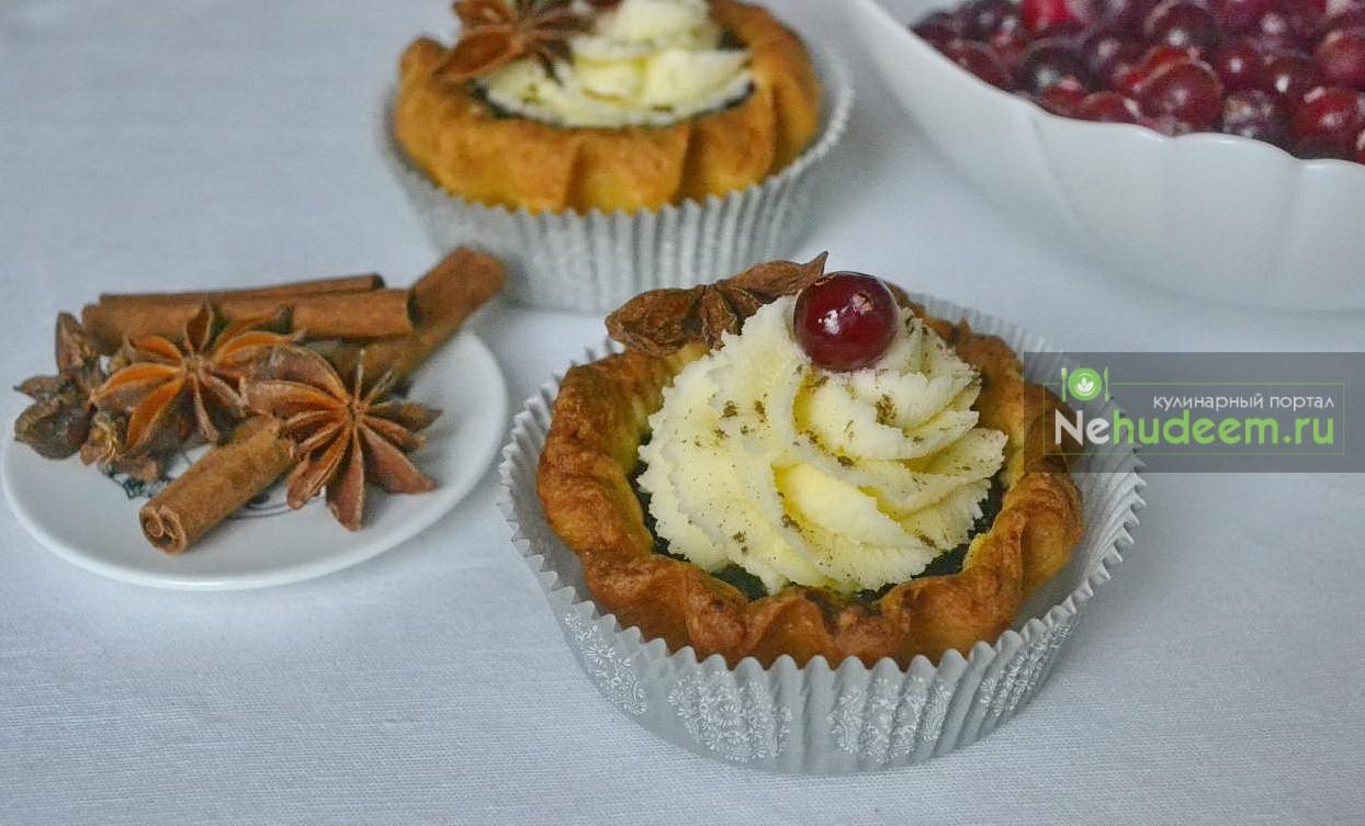 Пряные тарталетки с ягодами и сырным кремом