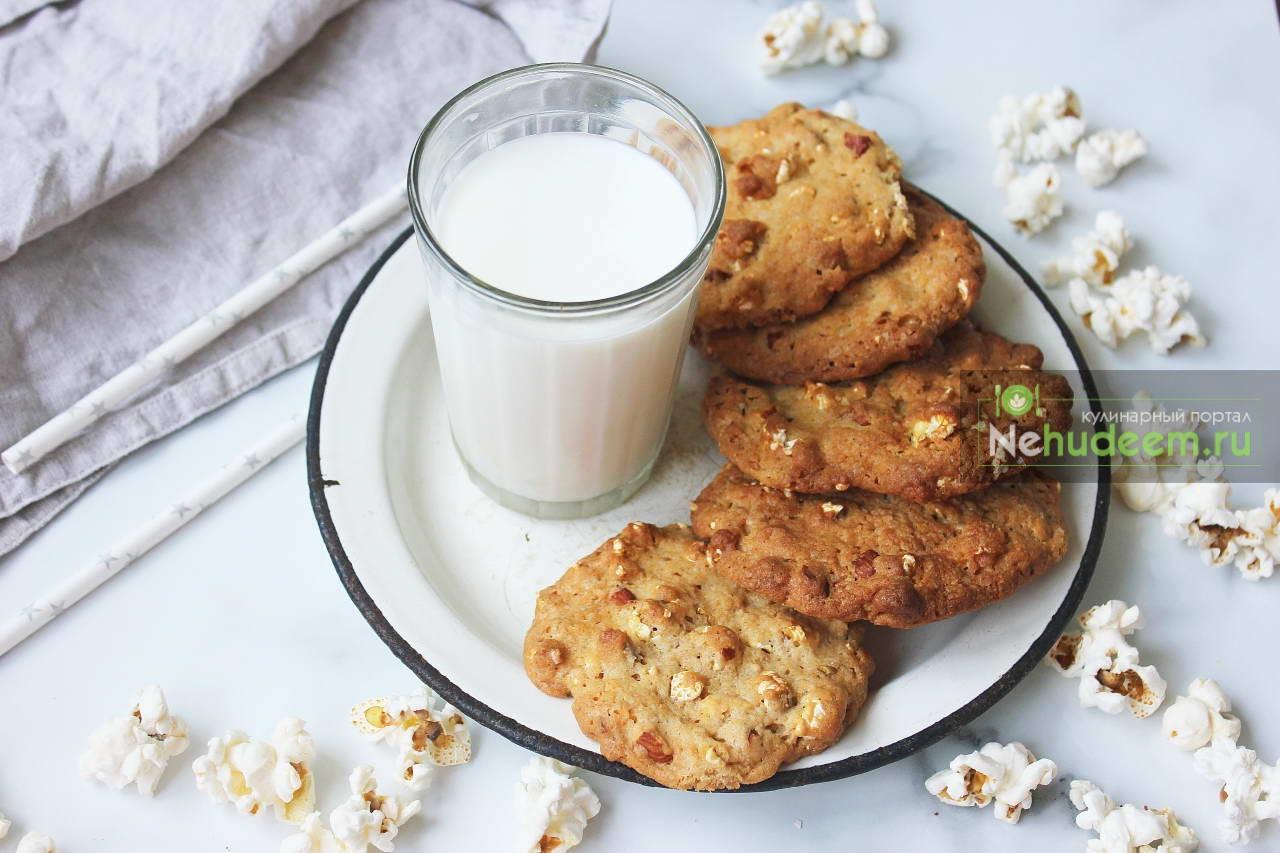 Печенье с карамельным попкорном и миндалем