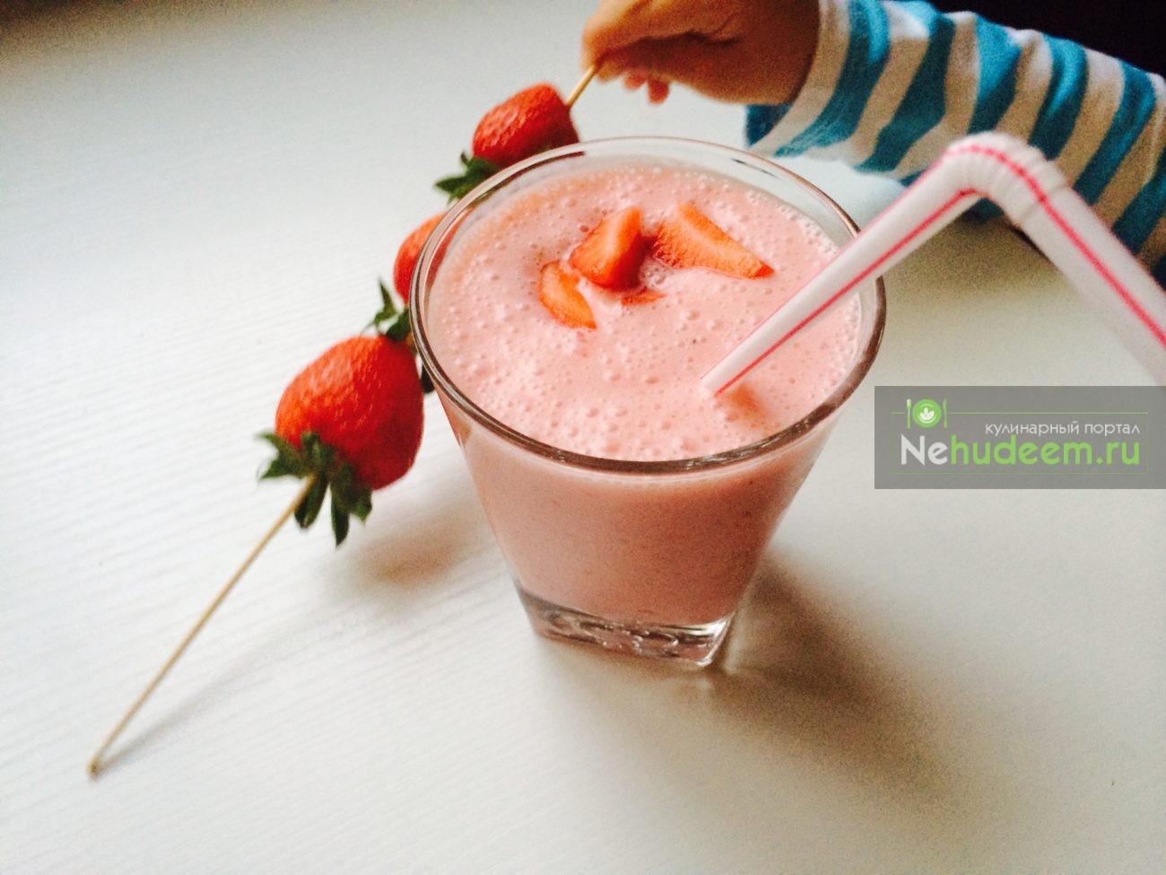Клубнично-йогуртный коктейль