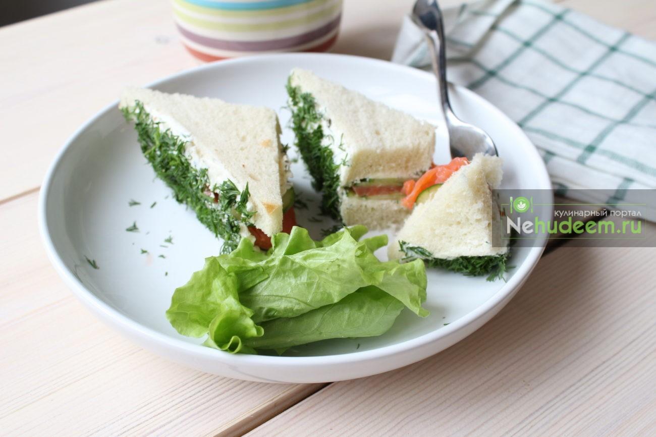 Сэндвич с огурцом и лососем