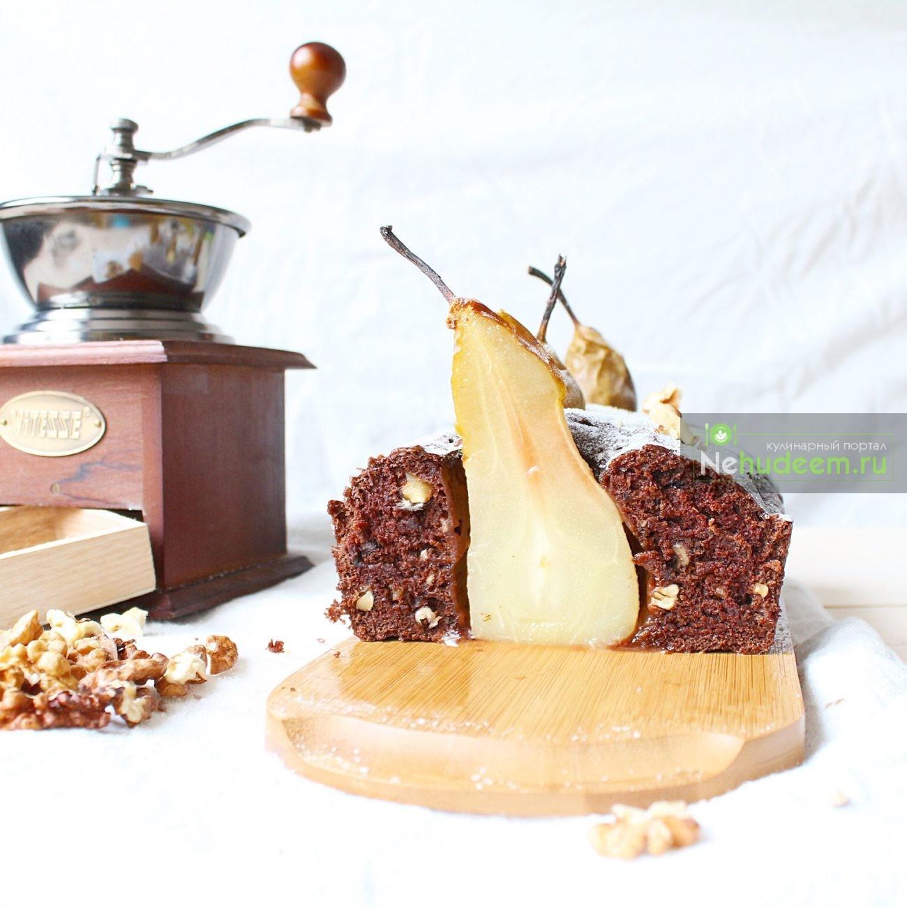Постный пирог с грецкими орехами и грушами