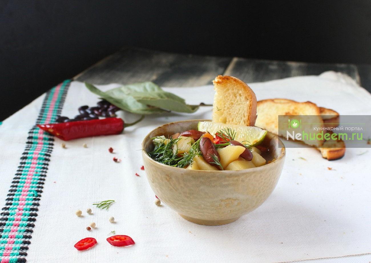 Суп с фасолью и пряной заправкой в мультиварке