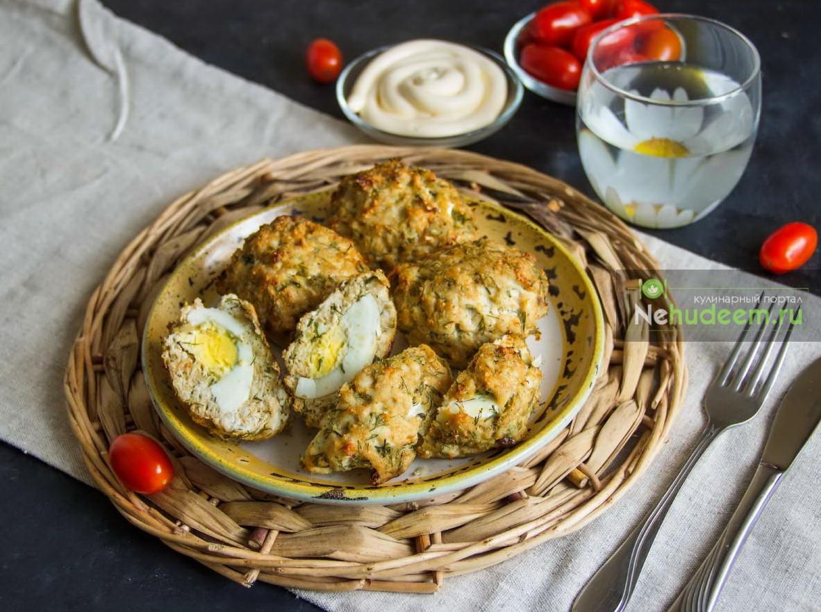 Куриные котлеты с яйцом внутри
