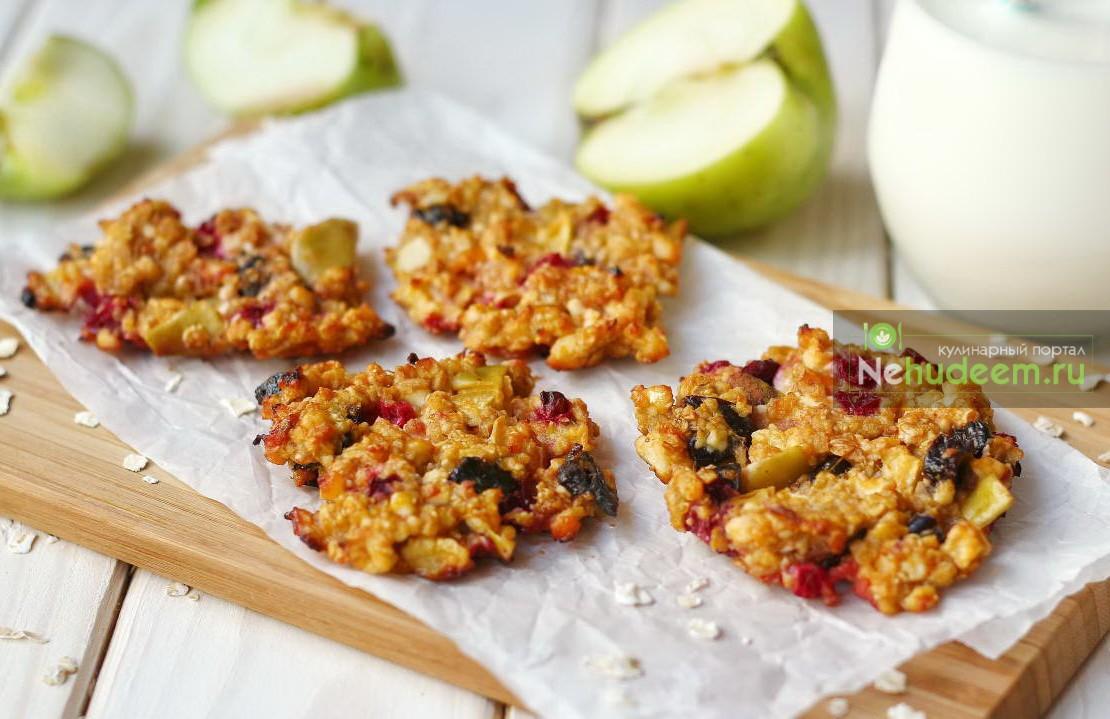 Овсяное печенье с фруктами и ягодами