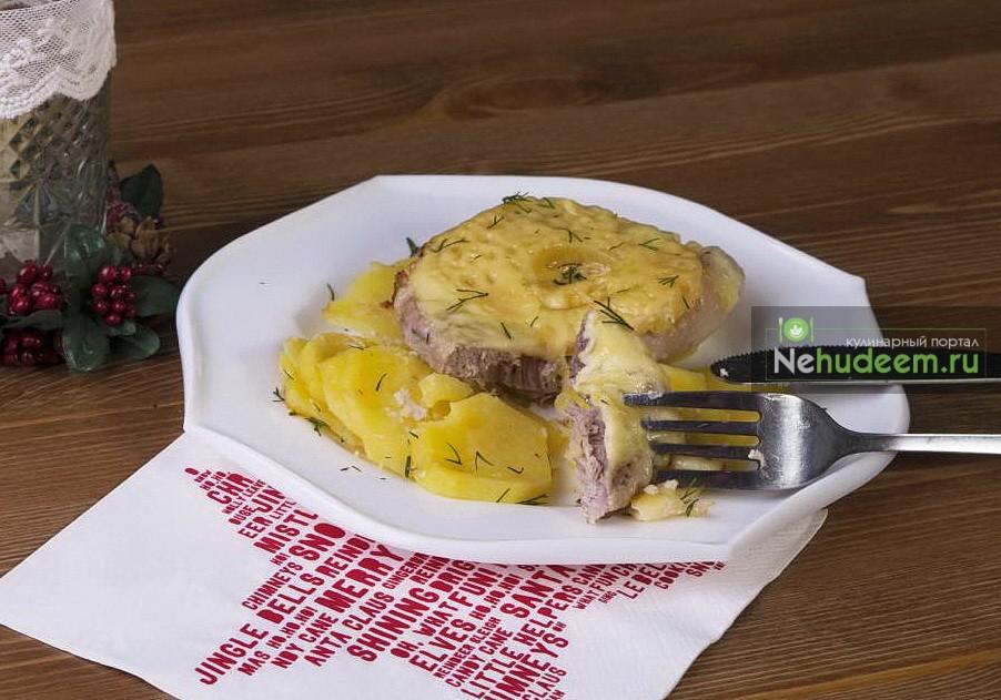 Свинина с ананасом и картофелем в мультиварке
